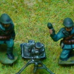 81mm Brandt mortar + 3 crewman kneeling firing poses