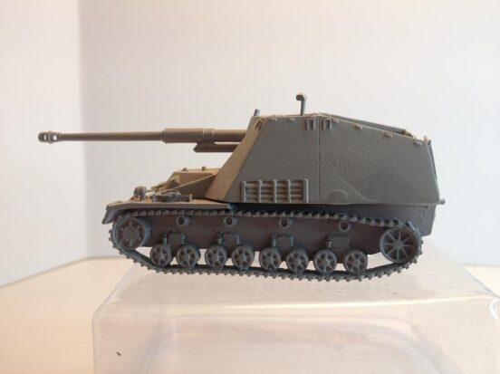 Nashorn 88mm SP AT 3 crew and accessories