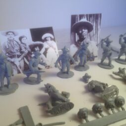 10 Mexican revolutionary figures in attacking poses,